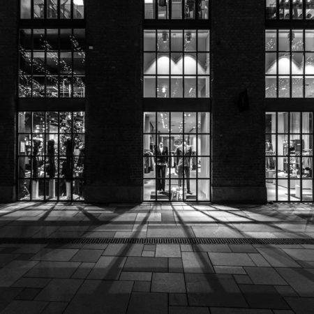 23_Aker-Brygge-Side-street_Photo-by-Tomasz-Majewski