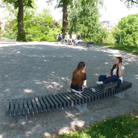 8073---Rough&Ready-All-Black-Curve-400-cm-Kronobergsparken-in-Stockholm