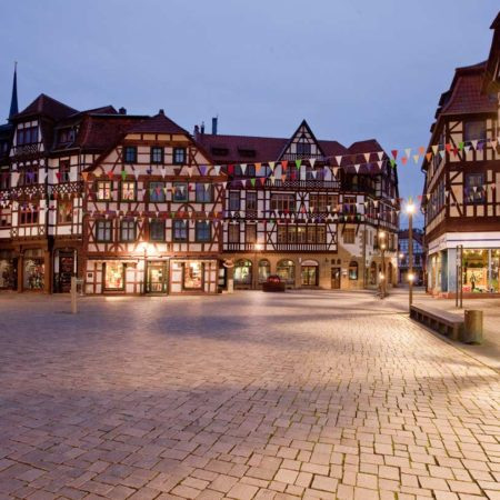 Night-view-of-a-square-at-the-Neustadt
