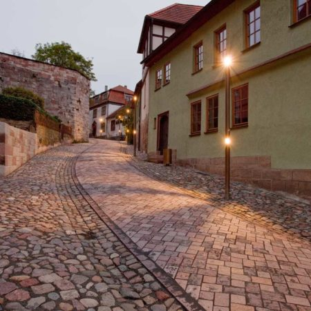 Night-view-of-the-alley-leading-to-the-castle