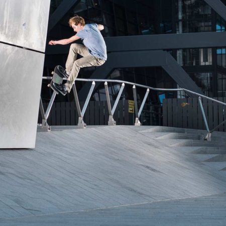 Skater--Arnhem-CS_bureau-B+B_photographer-Mathijs-Tromp_Jesse-Voerman-Frontside-Smith