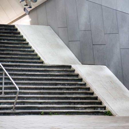 Skaters_Arnhem-Centraal_-photographer-Mathijs-Tromp_Douwe-Macare-Fakie-Flip