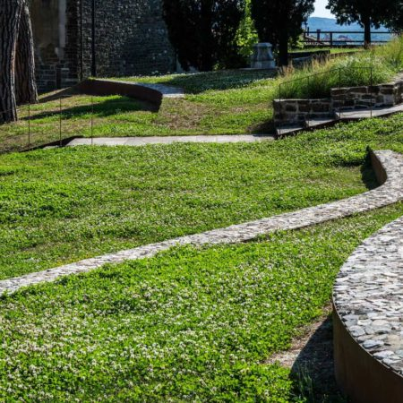 4---The-seats-system-of-the-natural-amphitheater-around-the-yard