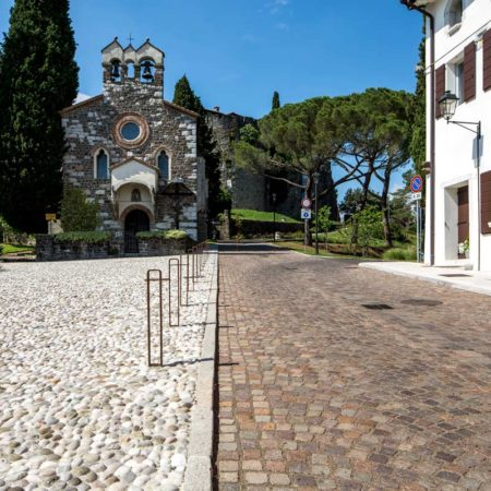 6---Detail-of-the-cobblestones-pattern-in-front-of-the-Holy-Spirit-Church