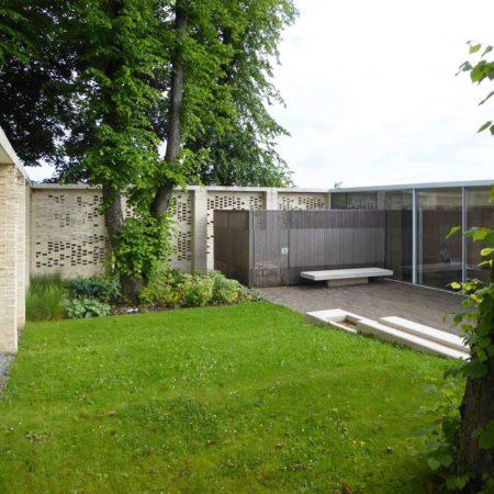 Maggies-entranace-courtyard