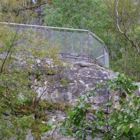 11skjerv_ledge-fence
