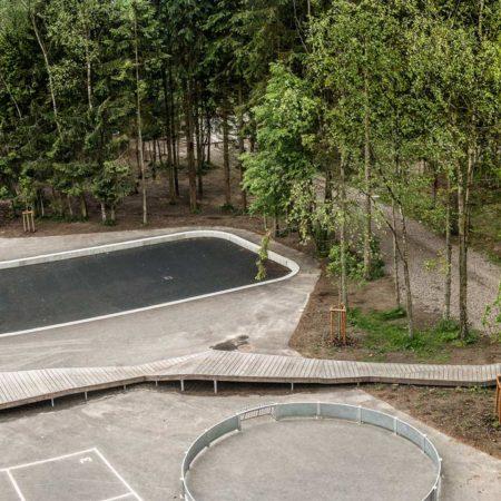 VEGA_Skoerping-School_resend_04_panorama-schoolyard-and-forest