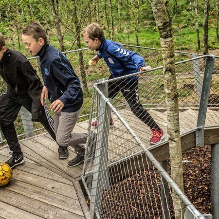 VEGA_Skoerping-School_resend_06_football-on-loop