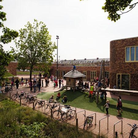 A-bridgelanding-as-schoolyard-and-public-park---Jeroem-Musch