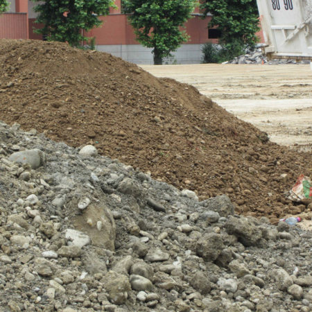 NIEL-CONSTR-2_Separate-plant-soil-from-gravels-to-be-used-for-pathways