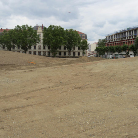 NIEL-CONSTR-3_Move-the-recovered-land-from-the-excavation-of-the-basements-of-adjacent-build