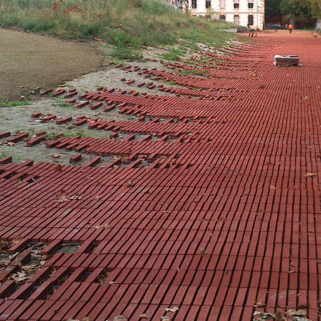 NIEL-CONSTR-8_Put-the-prefabricated-strips-on-the-hills-and-that-adapt-easily-to-the-new-topography