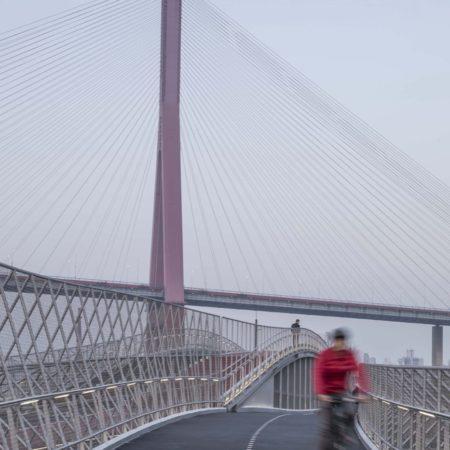 05_Cycling on Huihong Bridge