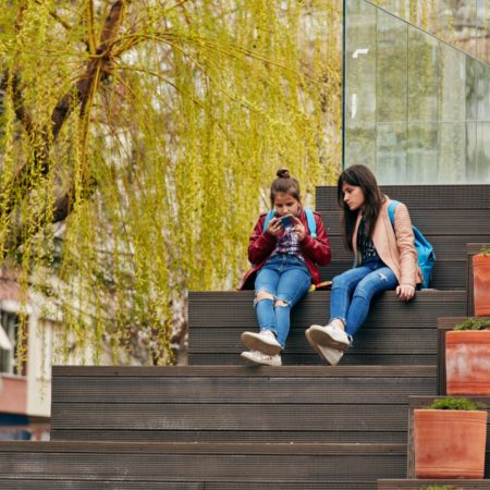 12-HAMAMYOLU URBAN DECK-girls chatting on the amphi-roof of the cafÇ