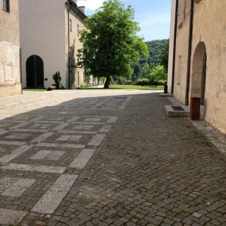 12_pavement_in courtyard@KDK