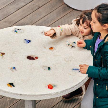 15-HAMAMYOLU URBAN DECK-amorph glass embedded concrete table