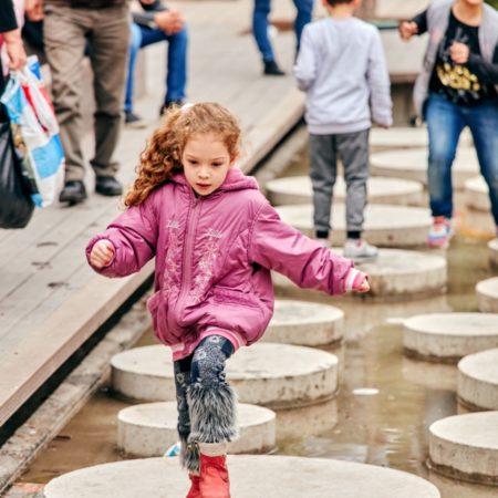 18-HAMAMYOLU URBAN DECK-children enjoying pool with circular stones