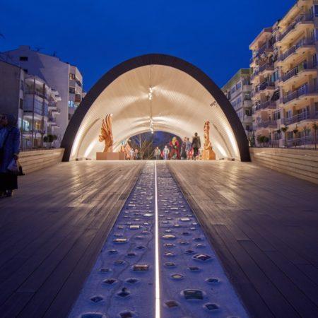 27-HAMAMYOLU URBAN DECK-light beam glass axis inclining towards the museum