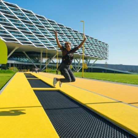 LOLA - adidas world campus_06 yellow star trampoline