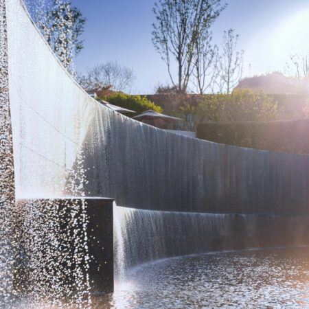 The light is reflected from the top to the bottom on the gurgling waterfall, sending out warm and gorgeous light, like jade and pearls, singing like a whisper