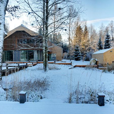 © Sebastian Kolm - view from the lake in winter