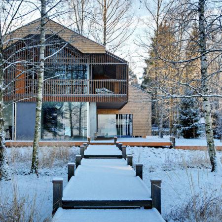 © Sebastian Kolm - wooden decks connecting the terraces