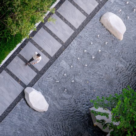 A reflecting pond with flexible function. It is a small plaza when drain the water out.