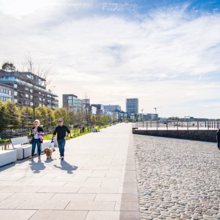 © AG VESPA, Frederik Beyens / The spacious promenade on the new embankment will bring about a 'Walk along the Schelde' with views of the city and the river.