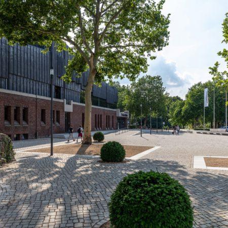 08_WES_Paderborn_inviting forecourt paderhalle_c Helge Mundt Kopie