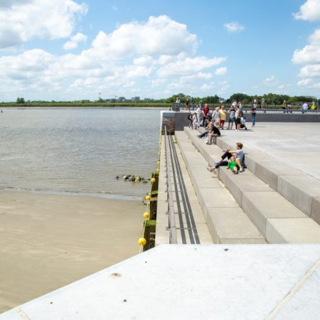 © AG VESPA, Bart Gosselin / The south lock now serves as an urban beach where people can enjoy high and low tide of the Schelde.