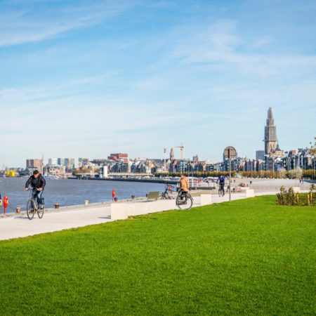 © AG VESPA, Frederik Beyens / It is wonderful to take a stroll by the water now, with gorgeous views over the Schelde and the inner city.