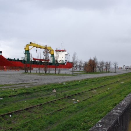 © Stad Antwerpen / Prior to the reconstruction, the quay area formed a barrier between the Schelde and the city with little in the way of high-quality public spaces.