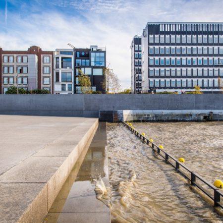© AG VESPA, Frederik Beyens / The Schelde washes over the urban beach's stairways every day.