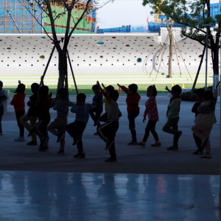 17.The students are doing morning exercises.