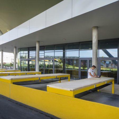 ADI LOLA image 04 outside workspace © Hanns Joosten