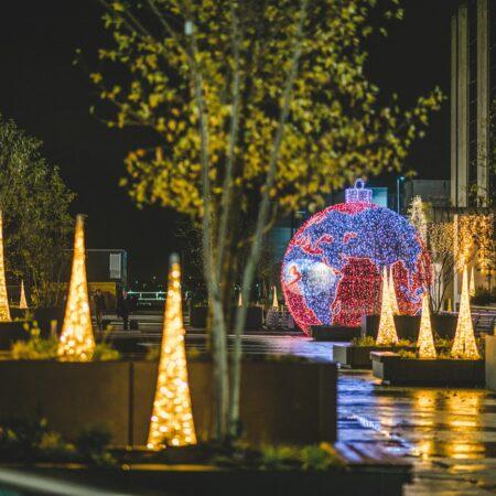 09-Felixx_Brussels-Airport_Entrance_Photo_Christmas