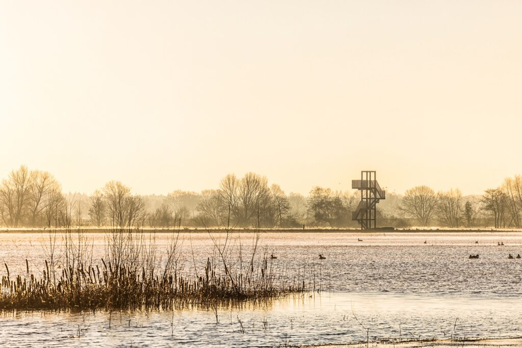 Look out tower at high tide / Photo: Paul Poels Fotografie