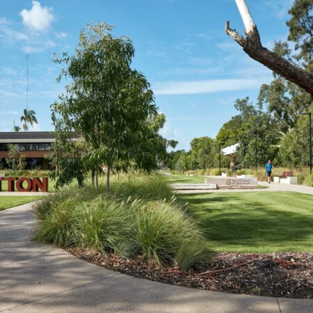 1_UQ Gatton Campus Heart and Entry_Credit-Christopher Frederick Jones
