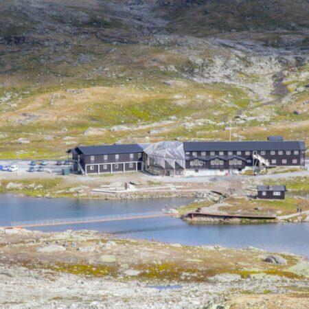 Innfall Jotun - sti og bru med Sognefjellshytta august 2018. Foto LA.Sulheim