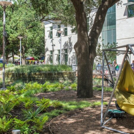 _T2A4568B - hammocks + planter